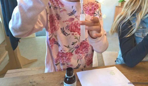 kinderfeestje-parfum-maken-creatief-kinderfeestje-4b